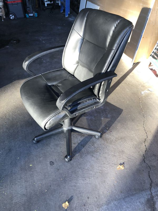 Black Adjustable office chair with arms
