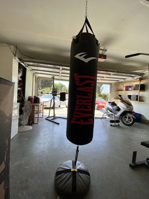 100lb. Everlast punching bag. Brand New in the box. $140Firm. Bag only. for Sale in Industry, CA