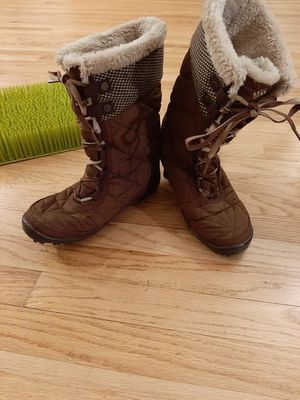 Columbia Women's 8 Waterproof Winter Omni-grip Boots for Sale in Westminster, CO
