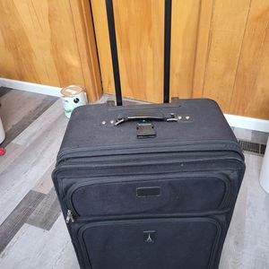 Large Suitcase for Sale in Salem, OR