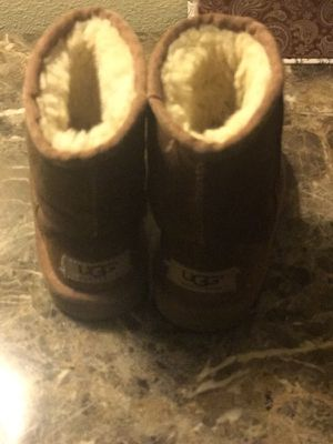 LITTLE GIRLS UGG BOOTS SIZE 7 for Sale in Greenville, SC
