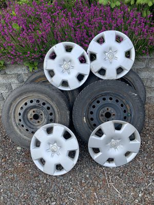 Scion xB steel wheels, mounted snow tires, hubcaps. 195/60R15 for Sale in Bremerton, WA