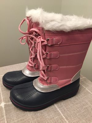 NEW! Girls size 5 winter boots for Sale in Plainfield, IL