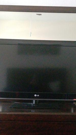 32 inch LG flat screen TV for Sale in Tampa, FL
