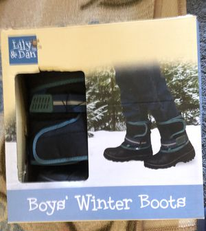 KIDS SNOW BOOTS 13/1 for Sale in Riverside, CA