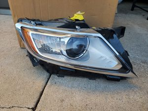 Lincoln MKX 2011 2012 2013 2013 2015 passenger side headlight for Sale in Long Beach, CA