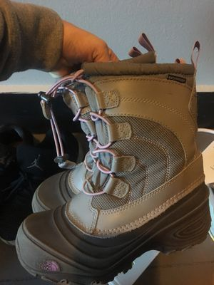 NorthFace Girls Size 1 winter boots with inserts for Sale in East Providence, RI