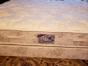 Queen Mattress set box spring bed frame Sealy Posturpedic for Sale in Lynnwood, WA