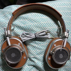 Master & Dynamic MH40 Over Ear Headphones Silver Metal Brown MH40S2 for Sale in Stockton, CA