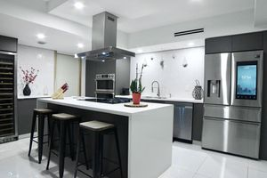 8' Kitchen Cabinets and Countertop all Included... for Sale in Doral, FL