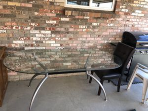 6ft glass dinner table barely used for Sale in Arvada, CO