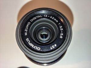 New Olympus 14-42 mm F/3.5-5?6 II R M43 lens for Sale in New York, NY