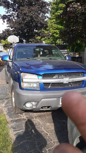 02 Chevy avalanche $1100 obo for Sale in Meriden, CT