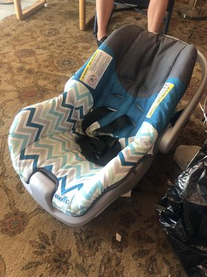 Evenflo infant car seat with base for Sale in Des Moines, IA
