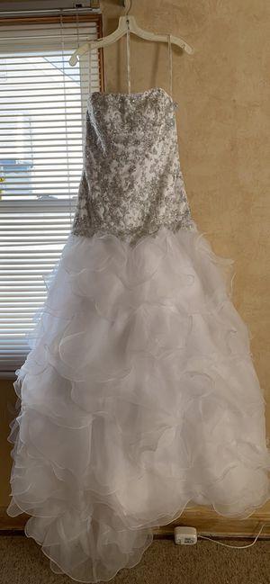 Oleg Cassini Wedding dress size 8 for Sale in Cleveland, OH