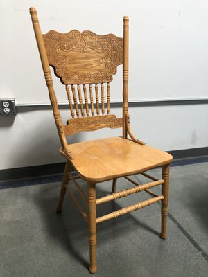 Nice and sturdy wooden chair in excellent condition🇺🇸 for Sale in Las Vegas, NV