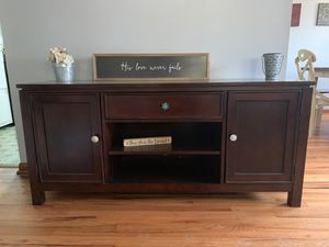 3 door hutch/tv stand/entertainment stand for Sale in Reynoldsburg, OH