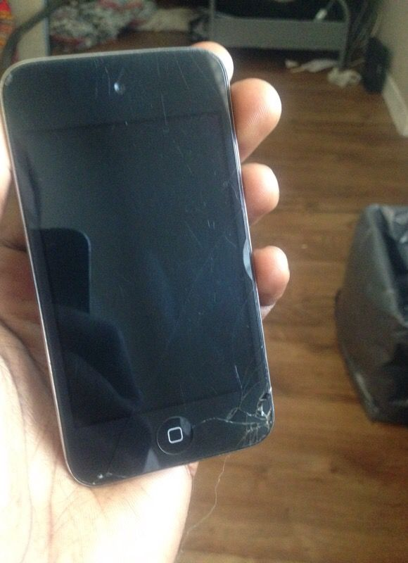 iPod touch 4gen (cracks but works smoothly)