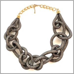 Lightweight mesh chain statement necklace for Sale in Bedford Park, IL