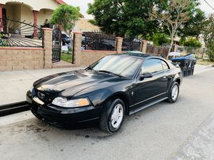 ford mustang año 2000 con 170 mil millas v6 for Sale in Phillips Ranch, CA