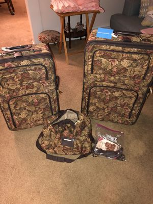 Luggage Set Pierre Cardin 3 pc set for Sale in Haddon Heights, NJ