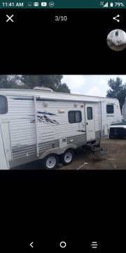 2009 travel trailer 5th wheel for Sale in Fontana, CA