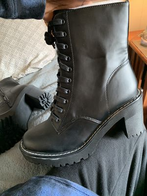 chunky heel boot, women's size 11 for Sale in Greenwich, NY