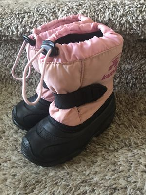 Kamik toddler girl boots size 8 for Sale in Tacoma, WA