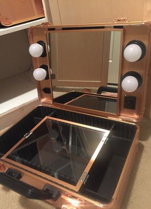 Rose gold makeup Case vanity for Sale in Los Angeles, CA