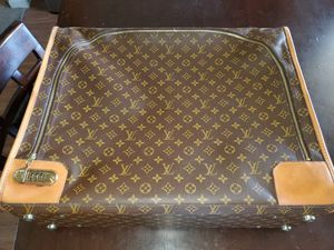 Louis Vuitton suitcase! Excellent condition, serial #, no rips! Must see for Sale in Woodland, CA