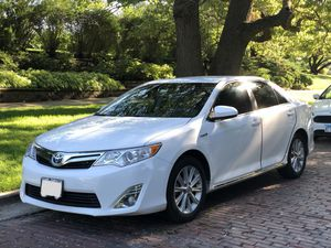 XLE Toyota Camry Hybrid 2014 for Sale in Chicago, IL