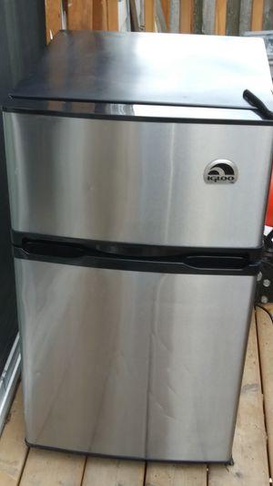 Igloo mini fridge for Sale in Portland, OR