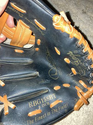 Left handed 9 inch children's baseball glove excellent conditions Rawling for Sale in Palmyra, NJ