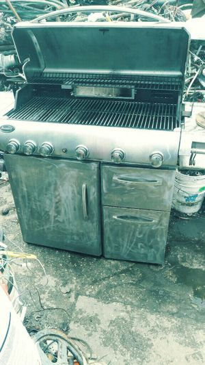 Used Gas Grill. Converted to Charcoal Grill Sold as is . Large Cooking Surface Space . Excellent for SF Afternoon BBQ. Deliver for Small Fee for Sale in Hallandale Beach, FL