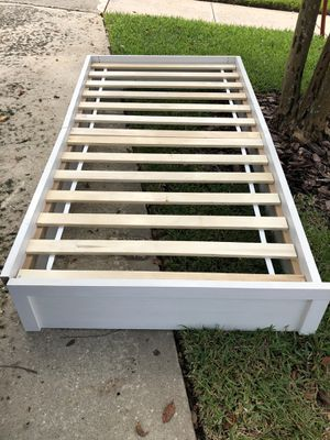 *curb alert* twin platform bed for Sale in Winter Park, FL