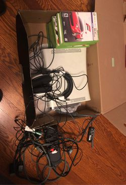 Xbox 360, Turtle Beach headphones, 12 games for Sale in Dayton,  VA