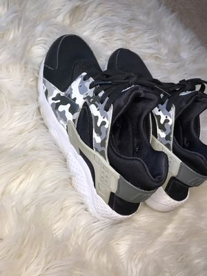 Women Nike, Huaraches for Sale in Minneapolis, MN