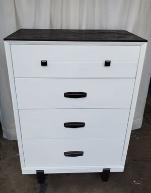White dresser for Sale in Neenah, WI
