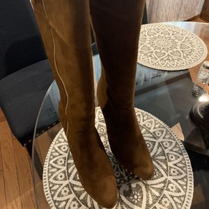 Michael Kors Women's Boots Sizes 8 1/2 Dark caramel for Sale in Oklahoma City, OK
