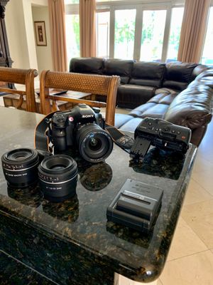 SONY A77 WITH SEVERAL ACCESSORIES! for Sale in Davie, FL
