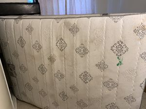 Free Queen mattress for Sale in Lynwood, CA