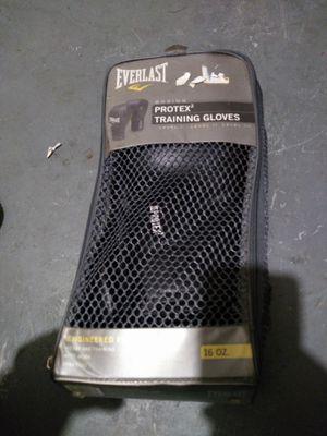 Everlast boxing gloves for Sale in Detroit, MI