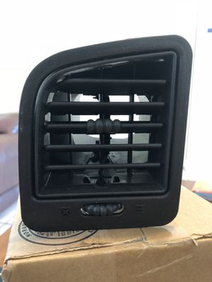 Air Vent From 2000 GMC Yukon for Sale in Miami Gardens, FL