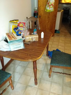 Kitchen table and 4 chairs Need gone today for Sale in Columbia, TN