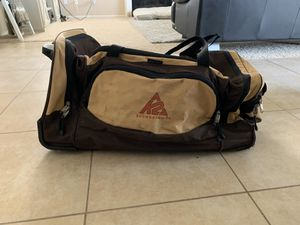 Snowboarding Rolling Duffle Bag for Sale in Eastvale, CA