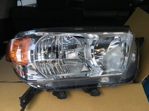 Toyota headlight 2010 to 2013 for Sale in Los Angeles, CA