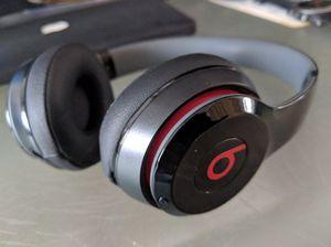 beats solo 2 wireless headphones for Sale in Pembroke Pines, FL
