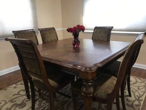 Elegant 6 Chair Extended Table Set (Very Beautiful) for Sale in Dearborn Heights, MI