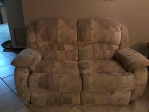 Couch in great conditiom for Sale in Fort Lauderdale, FL