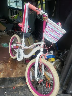 Schwinn girls bike! Size on pictures for Sale in WARRENSVL HTS, OH